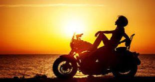 Equipamentos para andar de moto no verão.